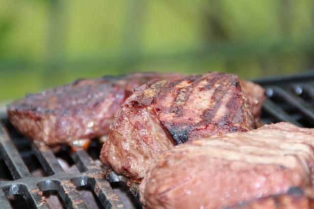 集まれ肉好き!都心の隠れ家テラスで肉を囲む交流会!