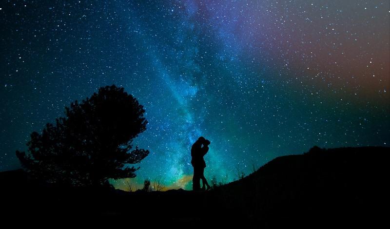 七夕の夜-想い出のお店で結婚記念日を祝うご成婚カップル