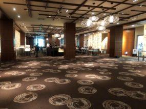 閑散とした京王プラザホテルの日比谷花壇前…嵐の前の静けさ!?